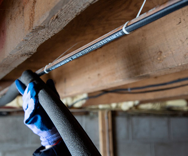 External heat trace cable on pipe with insulation